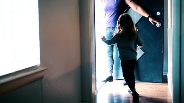 Tafsir Surah An-Nur Ayat 58-59: Etika Anak Ketika Ingin Masuk Kamar Orang Tua